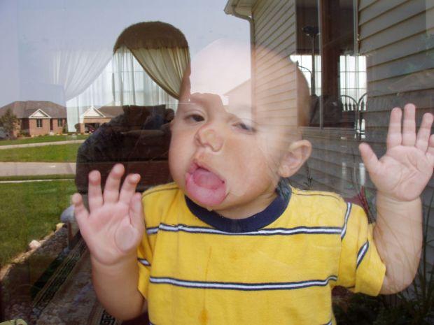 800px-snapshot-baby-antics.jpg